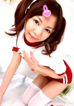 Hot Japanese gal Hikaru Aoyama shows offtodo
