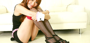 Sweetie Saki Ueda excites us in sexy costume and hot stockings